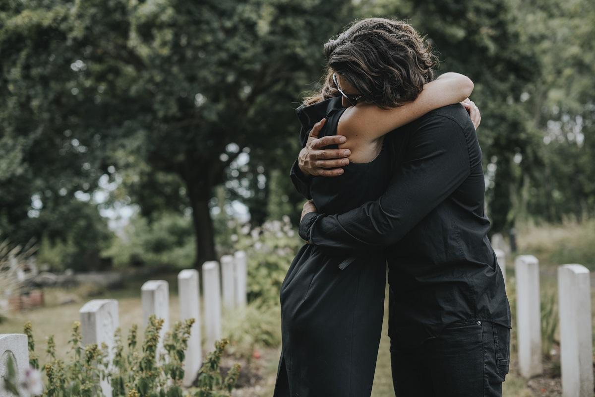 Savoir-vivre na uroczystościach pogrzebowych - czy zapraszać gości na stypę?